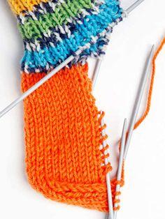 Villasukan kantapää – kolme ohjetta - Yhteishyvä Crochet Motif, Crochet Stitches, Knitting Socks, Knitted Hats, Knitting Projects, Knitting Patterns, Handicraft, Tatting, Needlework