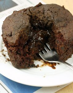 Healthy Single Serving Lava Cake (Vegan/Gluten Free/Low Calorie) use sugar substitute Low Calorie Chocolate, Low Calorie Vegan, Low Calorie Desserts, Healthy Chocolate, Vegan Desserts, Low Calorie Recipes, Delicious Desserts, Dessert Recipes, Low Calorie Mug Cake