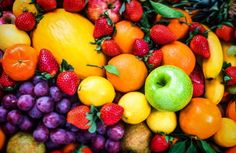 Snacking can be part of a healthy diet. But what you eat matters! These healthy snacks will help you stay on track. Plus, healthy snack recipes and ideas! Mixed Fruit, Fresh Fruit, Superfood, Fructose Intolerance, Best Time To Eat, Cassoulet, Fruit Benefits, Health Benefits, Eat Fruit