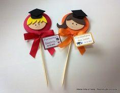 "Pic ""Formandos"" (AF-147) #formatura #atelierartefesta #lembranças www.atelierartefesta.com.br Kids Crafts, Foam Crafts, Hobbies And Crafts, Preschool Graduation Gifts, Graduation Diy, Pinterest Diy Crafts, Puppet Crafts, Pencil Toppers, School Gifts"