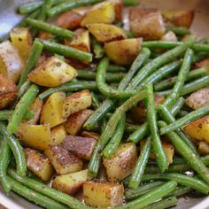 Pan Fried Potatoes and Green Beans are perfectly seasoned spuds fried in a little butter (or ghee) with crisp tender green beans sprinkled with salt & pepper. Steamed Green Beans, Green Beans And Potatoes, Seasoned Green Beans, Fried Green Beans, Little Potatoes, Side Dish Recipes, Vegetable Recipes, Pan Fried Potatoes, Seasoned Potatoes
