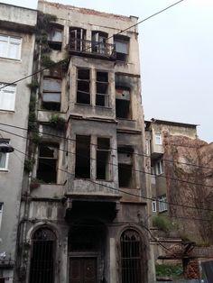 """""""O üzüntü birdenbire gelir. Hava yağmurludur.""""   - Sait Faik Abasıyanık   #balat by #istanlook #istanbul #sözler #anlamlısözler #güzelsözler #manalısözler #özlüsözler #alıntı #alıntılar #alıntıdır #alıntısözler"""