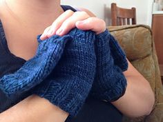 Marion Street Mittens   by Nathalie Hall