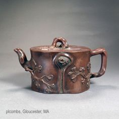 Chinese Yixing Pottery Image archive of rare famille rose enamel teapots, pewter glad Yixing, Mellon formed examples and many with signatures. Clay Teapots, Pottery Teapots, Pottery Vase, Enamel Teapot, Teapot Design, Yixing Teapot, Tea Culture, Painted Jars, Ceramic Tableware
