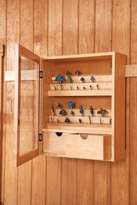 Full-service router-bit cabinet Build the cabinet, for a winning workshop combination: Start with the case Mais Workshop Storage, Workshop Organization, Garage Workshop, Tool Storage, Workshop Ideas, Storage Baskets, Woodworking Garage, Woodworking Workshop, Woodworking Projects