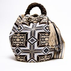 Limited Edition Wayuu Bag with Handle #wayuubags #wayuutribe