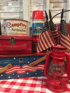 🌟Tante S!fr@ loves this📌🌟Vintage picnic tins, thermoses, lantern and Campfire marshmallows ready for of July Fourth Of July Decor, 4th Of July Party, July 4th, Summer Party Decorations, 4th Of July Decorations, Vintage Decorations, Holiday Decorations, Holiday Ideas, Campfire Marshmallows