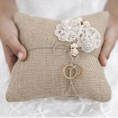 Ring bearer pillow made of brown, jute, fabric with lace flowers and light pink roses and twine, size centimeters. Chic Wedding, Rustic Wedding, Wedding Gifts, Our Wedding, Wedding Bride, Wedding Cards, Lace Wedding, Wedding Ideas, Ring Pillows