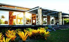 Os interiores são assinados pela artista plástica Mucki Skowronski e a arquitetura é de Lia Siqueira.
