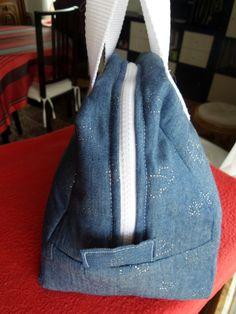 Lunch bag Elsa de Mouna Sew. Réalisation Ctheusine avec du tissu de chez Toto Elsa, Creations, Bags, Couture Sac, Sewing, Fabric, Tricot, Accessories, Handbags