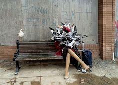 Banksy wordt populistisch en humoristisch genoemd, maar zijn Dismaland is vooral erg treurig. http://lnk.to/Banksy