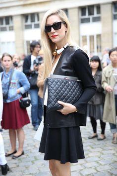 Street looks à la Fashion Week de Paris, want the necklace