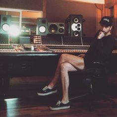 Studio steez / Yannis Philippakis