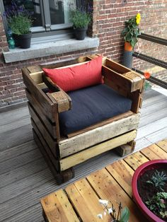 Another good style for packing crate chair