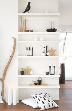 Go take these 7 striking floating shelves ideas in order for your house corner to look elegant and comely. Once the furnishings are wall mounted, you will find them not only sleek but also worthwhile for the storage reason. Room Decor, Decor, House Interior, Floating Shelves Diy, Interior, Shelves, Simple Decor, Home Decor, Room