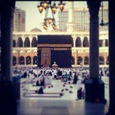 Beautiful kaaba at makkah Islamic Images, Islamic Pictures, Islamic Art, Mecca Kaaba, Mecca Islam, Masjid Al Haram, Saints, Mekkah, Islamic Paintings