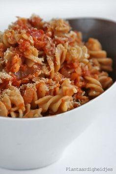 Plantaardigheidjes: Pasta met rode linzen tomatensaus