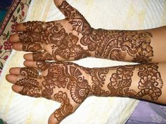 Mehndi is an artwork can only b drawn by an expert. Rajasthani Mehndi Design is famous & attractive art in Asian countries.