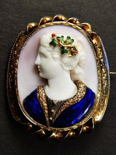 AMAZING UNUSUAL ANTIQUE ITALIAN GOLD ENAMEL NATURAL CONCH SHELL CAMEO BROOCH