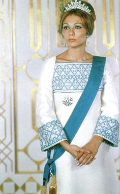 Empress Farah of Iran wearing her turquoise tiara Royal and Historic Jewelry - Page 3 - the Fashion Spot Farah Diba, Adele, Iran Pictures, Pahlavi Dynasty, The Shah Of Iran, Royals, Iranian Women, Iranian Art, Persian Culture