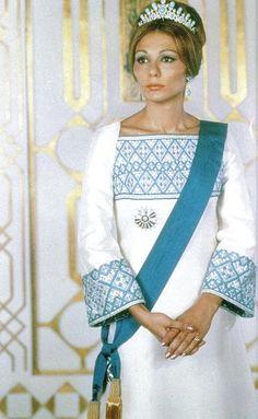 empress farah, 1972, during the visit of richard nixon in iran.