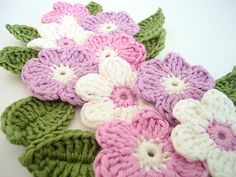 Crochet flower 9 pcs and 9 leaves bicolor 100 by swisscharme