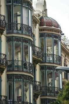 I would appreciate a balcony corner like this - architecture and art - Barcelona – Art Nouveau. I would appreciate a balcony corner like this - de modelos de ventanas Architecture Cool, Architecture Art Nouveau, Barcelona Architecture, Architecture Artists, Computer Architecture, Enterprise Architecture, Beautiful Buildings, Beautiful Homes, Beautiful Places