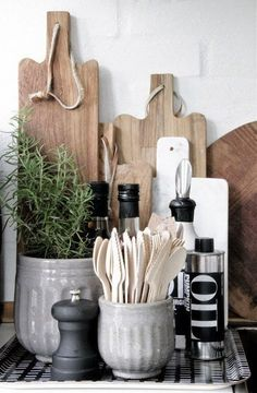 Simple Details: fresh kitchen styling, Beautiful organization of simple and essential accessories! Simple Details: fresh kitchen styling, Beautiful organization of simple and essential accessories! Kitchen Desk Organization, Kitchen Desks, New Kitchen, Kitchen Dining, Kitchen Island, Kitchen Counters, Kitchen Storage, Organized Kitchen, Kitchen Utensils