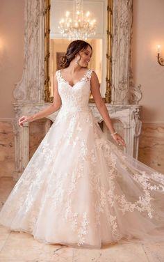 Stella York - 6649 | Raffiné Bridal