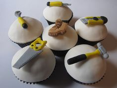 Create easy and effective themed father's day cupcakes with one of these Impressive Cupcakes for Men on Father's Day. Impressive Cupcakes for Men on Father's Day sure will impress your father. Cupcakes Cool, Cupcakes Fondant, Cupcakes For Men, Cupcake Cookies, Cupcake Toppers, Velvet Cupcakes, Decorated Cupcakes, Delicious Cupcakes, Holiday Cupcakes