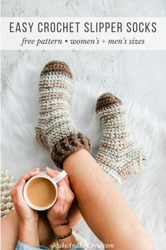 Crochet Tutorial Patterns Free Pattern: These simple crochet slipper socks for adults make a perfect crochet gift idea for men and women alike. The chunky yarn gives them plenty of warmth, squish and durability and allows you to make a pair fast! Crochet Sock Pattern Free, Easy Crochet Slippers, Crochet Slipper Boots, Crochet Men, Crochet Gratis, Slipper Socks, Free Crochet Slipper Patterns, Knit Slippers Free Pattern, Crotchet Socks