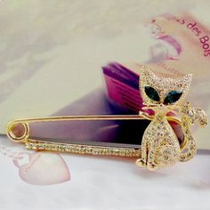 Sexy Chic Green The Cat Trench Buckle Pin Brooch for Female