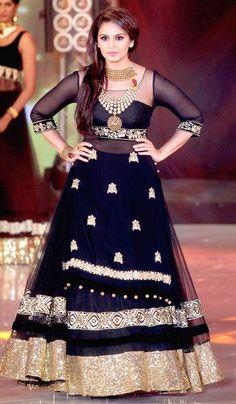 Huma Qureshi walking on the ramp at a fashion show organised by India International Bullion Summit. #Bollywood #Fashion #Style #Beauty