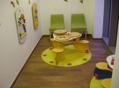 Médecin. #salle #attente #médecin #coin #enfant #table #tapis