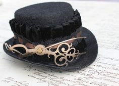 great steam punk look - have to file this away for a costume someday - possibly a white rabbit's hat from Alice In Wonderland