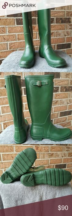 """Hunter Original Tall Green Boot Everyone needs this classic booting their wardrobe. Seamless waterproof shell, woven nylon line cushion foot bed for extra comfort ideal for walking through wet grass or fields as well as walking in wet conditions in the city.  measurements heel height 1 inch,  circumference 15"""" shaft 16"""" platform height 1/1"""" weight 2.2 pounds left boot has small crack in calf area not a hole, sole shows wear see picture. Hunter Boots Shoes Winter & Rain Boots"""