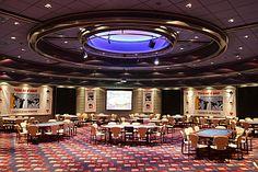 Poker Room Casino Gran Madrid. Het Casino Gran Madrid is gelegen aan de rand van Madrid in de stad Torrelodones, slechts 28 kilometer vanuit het centrum van Madrid. Het is één van de grootste casino's van Europa, het casino complex heeft een vloer oppervlak van ruim 10.000 vierkante meter.