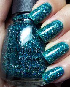 34 Ideas for nails glitter green china glaze Fabulous Nails, Gorgeous Nails, Pretty Nails, Get Nails, How To Do Nails, Hair And Nails, Garra, Glitter Nail Polish, Nail Polish Colors