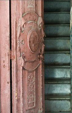 with the color Blush I just love this old crumbly pink door with the aqua color stairs! Havana, CubaI just love this old crumbly pink door with the aqua color stairs! Door Knockers, Door Knobs, Door Handles, The Doors, Windows And Doors, Front Doors, When One Door Closes, Unique Doors, Doorway