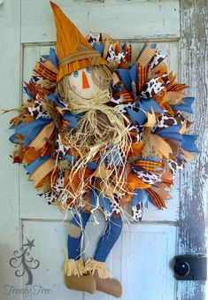 DIY Scarecrow wreath with legs, tutorial by Trendy Tree using frayed edge burlap mesh, ribbons, work wreath, scarecrow head and legs. Scarecrow Crafts, Scarecrow Wreath, Scarecrow Ideas, Make A Scarecrow, Fall Scarecrows, Deco Mesh Wreaths, Holiday Wreaths, Holiday Decorations, Burlap Wreaths