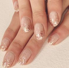 Semi-permanent varnish, false nails, patches: which manicure to choose? - My Nails Nail Design Glitter, Glitter Tip Nails, Metallic Nails, Silver Nails, Gold Manicure, Gold Gel Nails, Glitter French Manicure, Gold Nail Art, Holographic Glitter