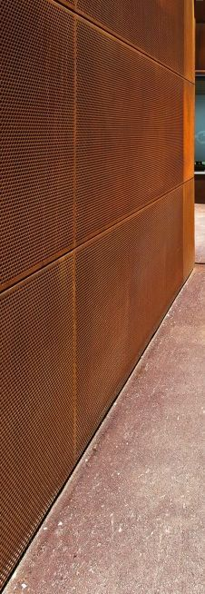 Revestimentos de Paredes em Aço Corten, Restimentos em Aço Corten, Chapas de Aço Corten Metal Facade, Metal Screen, Metal Buildings, Cladding Materials, Architectural Materials, Weathering Steel, Interesting Buildings, Building Facade, Facade Design