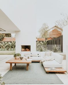 summer home design ideas. outdoor home decor inspiration. Outdoor Lounge, Outdoor Spaces, Outdoor Couch, Outdoor Seating, Style At Home, Exterior Design, Interior And Exterior, Patio Design, Interior Modern