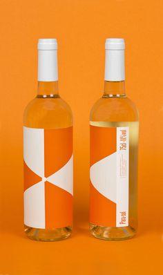 Parasol visual identity and packaging designed by Lo Siento Studio, Barcelona. Brand Identity Design, Branding Design, Logo Design, Corporate Branding, Design Design, Graphic Design, Wine Packaging, Packaging Design, Orange Wine