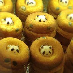 Panda stuck inside a donut? Japanese Food Art, Japanese Lunch, Japanese Sweets, Japanese Culture, Cute Bento Boxes, Bento Box Lunch, Cute Food, Good Food, Kawaii Bento