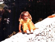 Elvis Aaron Presley and Lisa Marie Presley wallpaper with a snowbank entitled Little Lisa Elvis Presley Memories, King Elvis Presley, Elvis Presley Family, Elvis And Priscilla, Elvis Presley Photos, Priscilla Presley, Lisa Marie Presley, Family Photo Album, Family Photos