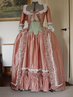 I love this dress, it would look great on Marie.  This is the perfect way to look like a Spumoni!