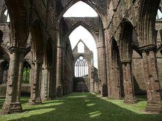 美しい教会の廃墟20選