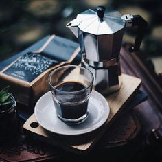 Caffè con moka - For featuring please tag to and use in your caption by anak. Coffee Cafe, Coffee Drinks, Planet Coffee, Coffee Pictures, Coffee Pics, Coffee Is Life, Coffee Lovers, Coffee Photography, Food Photography