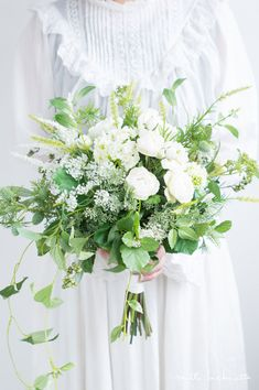 Unique Ideas For The Not-So-Traditional Bride To Be – Unique Wedding Cascading Wedding Bouquets, Rustic Wedding Flowers, Bridal Flowers, Bridesmaid Bouquets, Natural Bouquet, Rustic Bouquet, Unique Weddings, Flower Arrangements, Marie